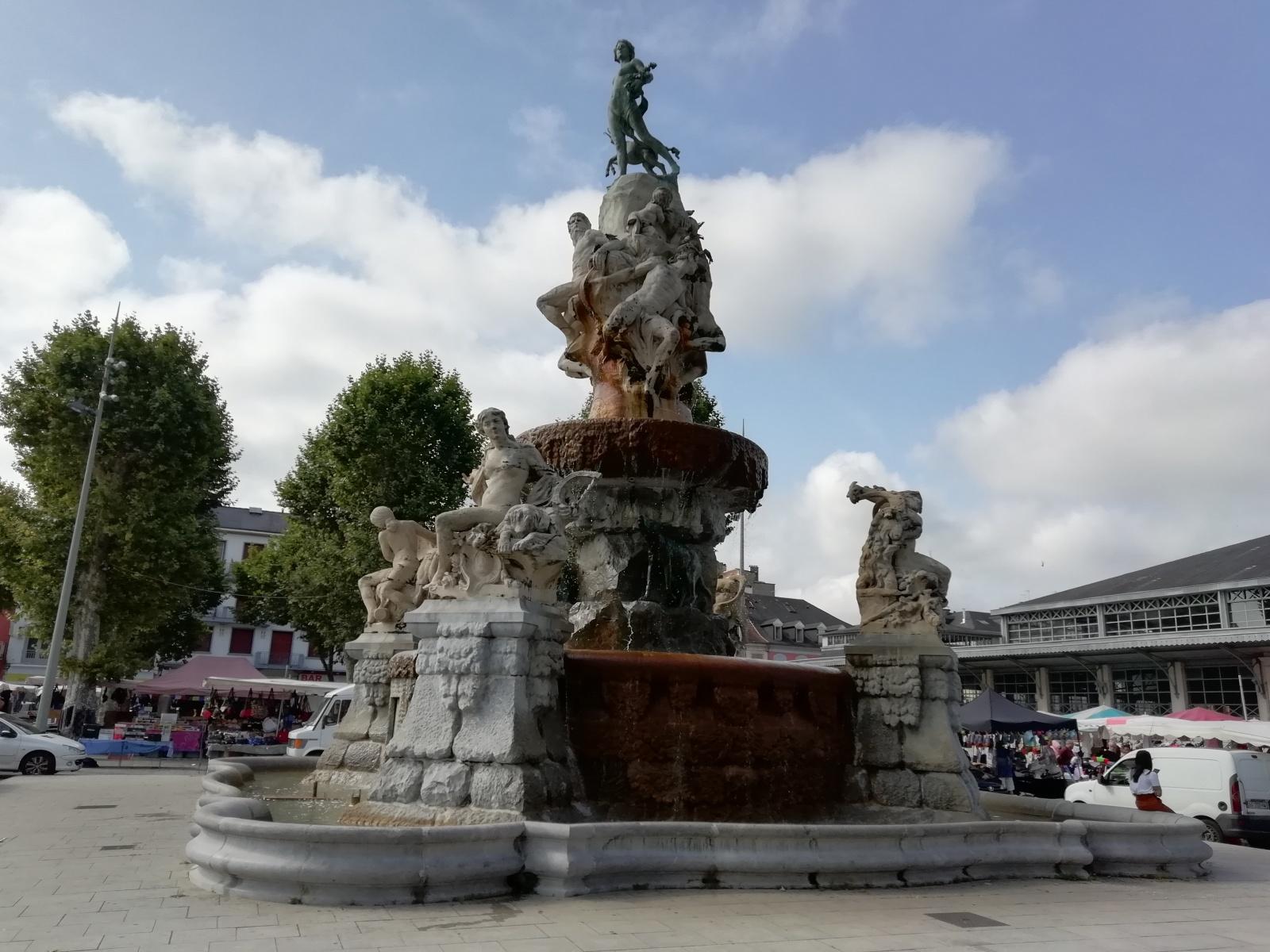 TARBES-Fontaine-Place-Marcadieu