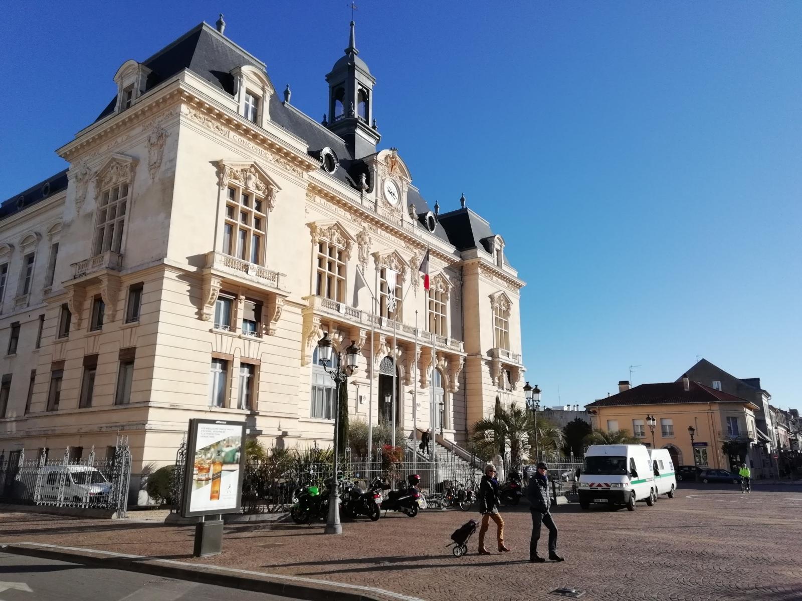 TARBES-Mairie1